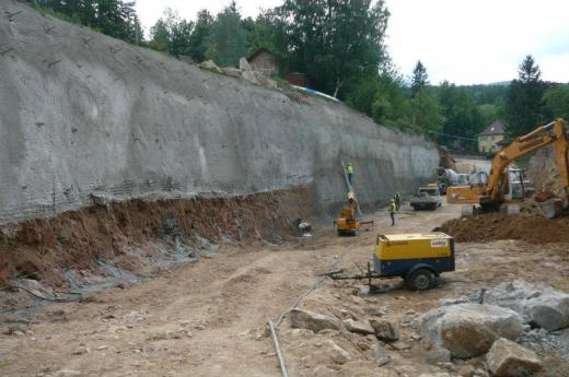 Securing of slopes for tunnel construction