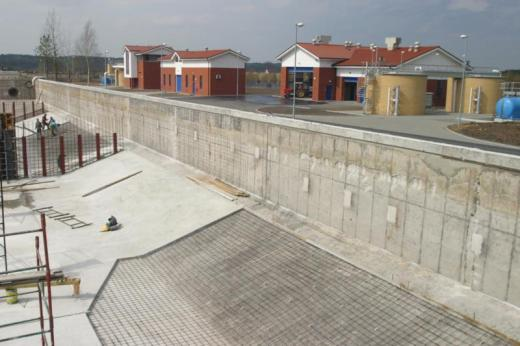 Sewage treatment plant – protection and smoothing of walls