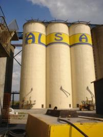 Strengthening and repair of corn silos' bank