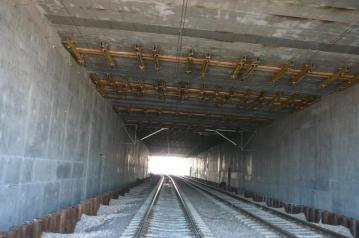 Railway tunnel – ceiling securing
