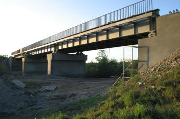 Railway overpass – re-profiling and strengthening of pillars, abutments and wings
